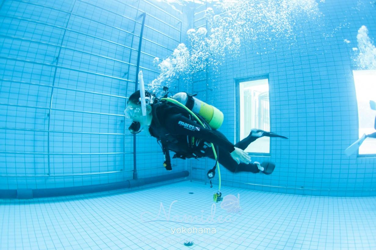 プール講習で水中遊泳