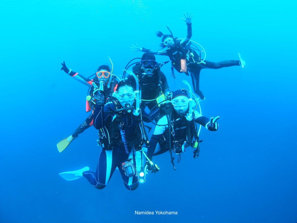 グアムの水中集合写真