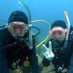 見える全ての生物に興味津々!初めての水中世界に大興奮!